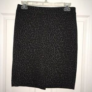 LOFT 4P Gray & Black Leopard Print Pencil Skirt